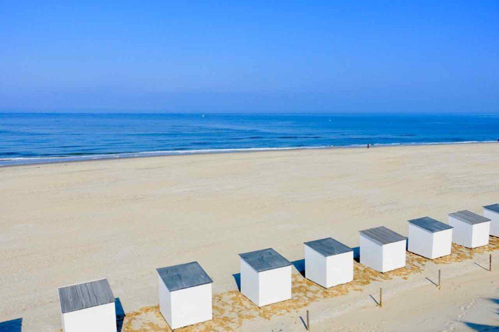 Urlaub auf Texel: Paal 9 mit Strandhäuschen