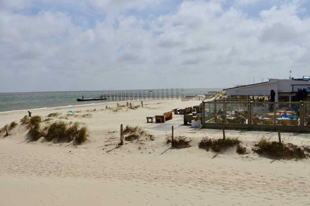Texel Strände: Strandpavillon Kaap Noord und Bootsableger bei De Cocksdorp, Niederlande
