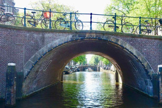 Amsterdam Kurztrip: Blick durch 7 Brücken