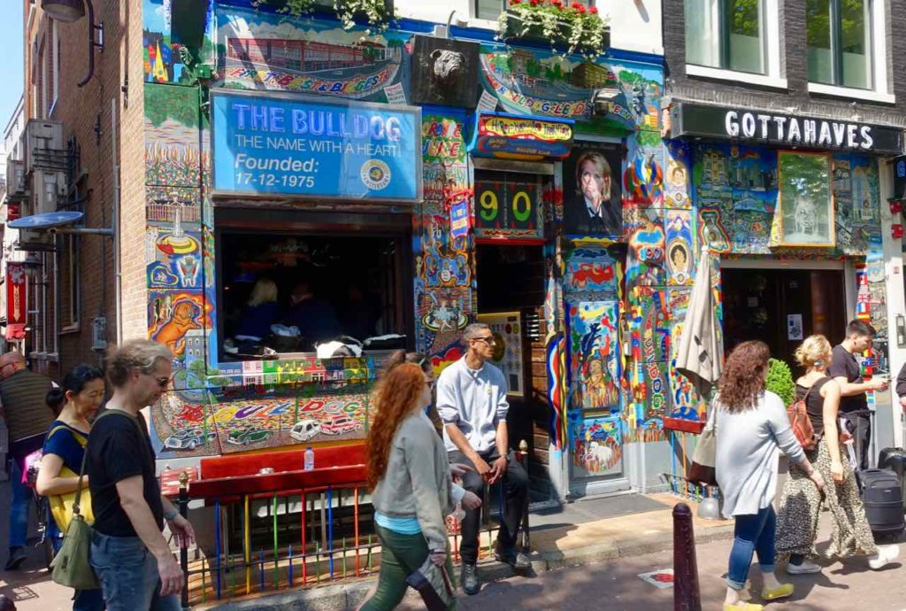 Amsterdam Kurztrip: The Bulldog - The First Coffeeshop im Rotlichtviertel