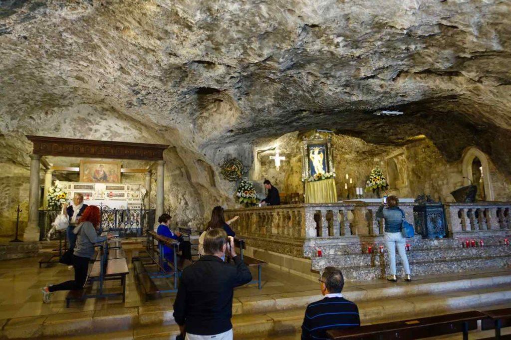 Apulien, Monte Sant Angelo: Grottenkirche Sacra di San Michelle Copyright Peter Pohle PetersTravel.de