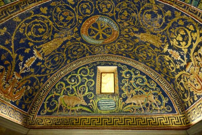 Mausoleum der Galla Placidia in Ravenna, Italien, Innen Foto PetersTravel.de