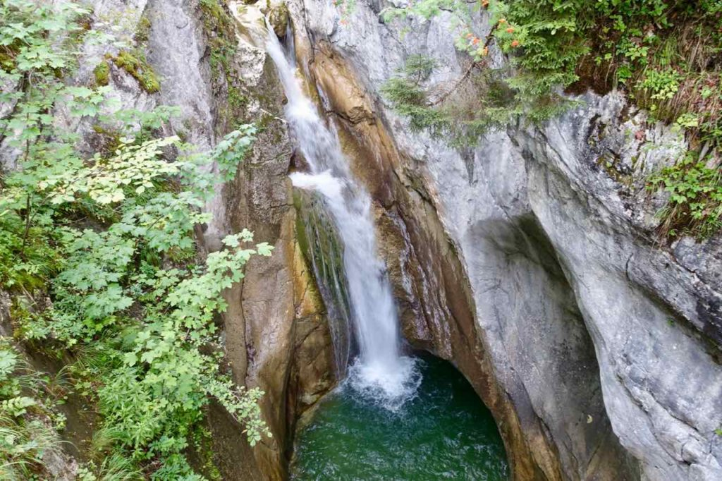 Chiemsee Sehenswürdigkeiten: Wasserfall der Gumpei-Klamm beim Feurigen Tatzlwurm, Oberaudorf Copyright Peter Pohle PetersTravel.de