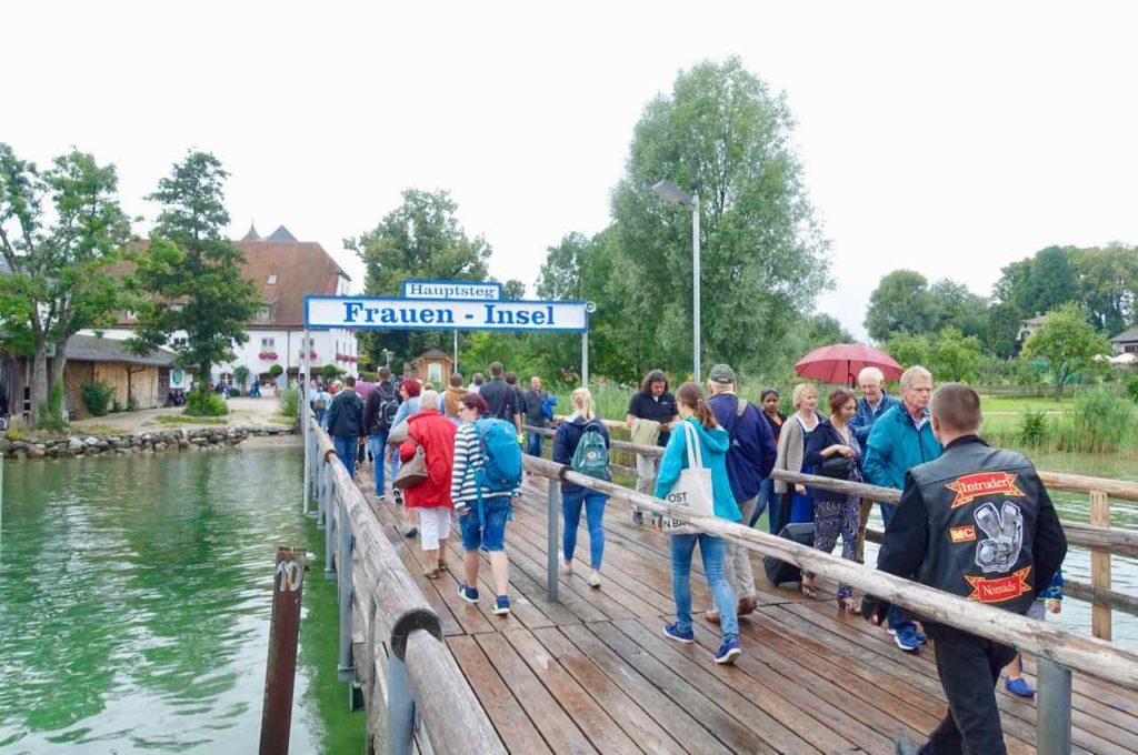 Chiemsee Tagesausflug: Bootssteg der Fraueninsel