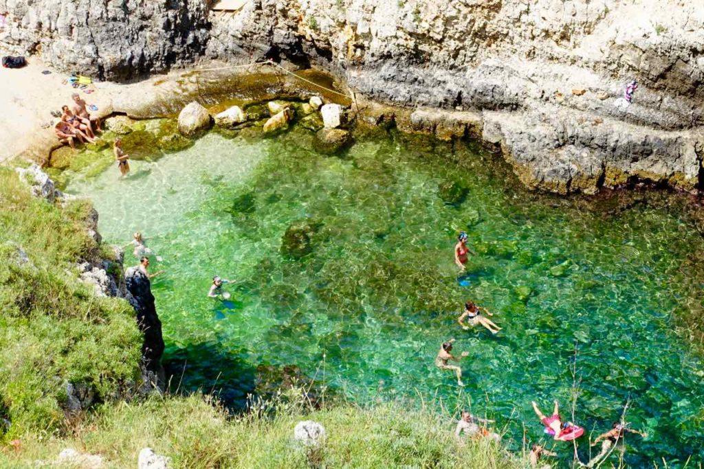 Apulien Strände, Badebucht bei der Ponte di Ciolo im Salento