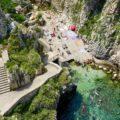 Apulien Strände, Ponte di Ciolo mit Treppen zur Badebucht
