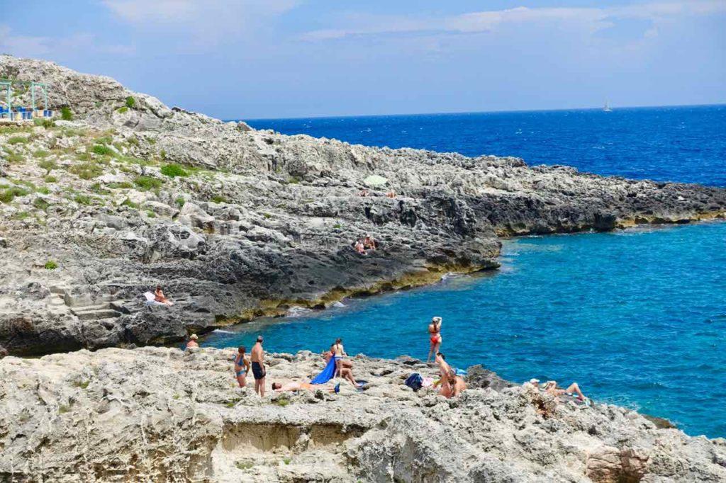 Apulien Strände: Felsenküste beim Restaurant Lo Scalo in Marina di Novaglie im Salento Copyright Peter Pohle