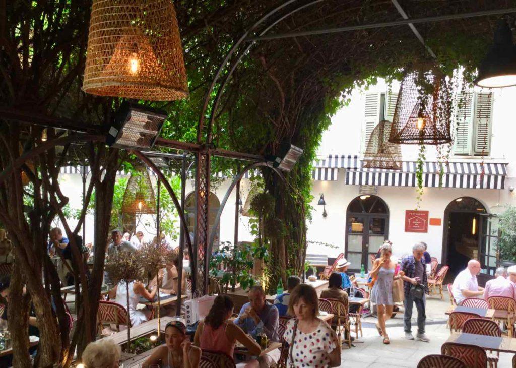 Nizza, Restaurant La Maison de Marie in einem Innenhof