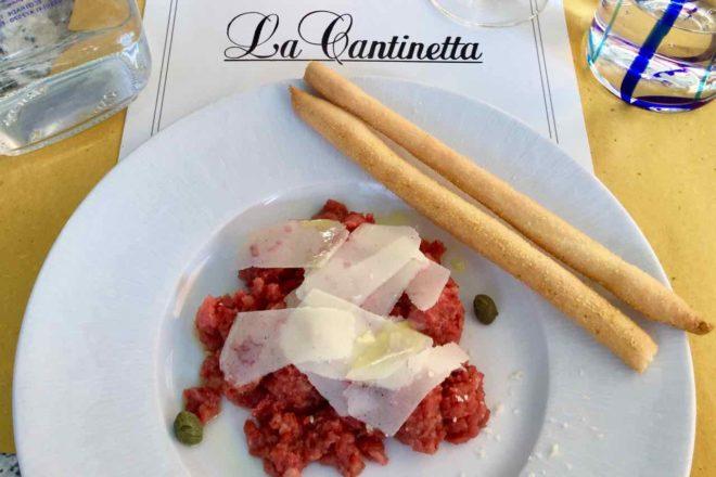Barolo im Piemont, Restaurant La Cantinetta, Tajarin tagliati al coltello al ragú di carne Foto Peter Pohle PetersTravel