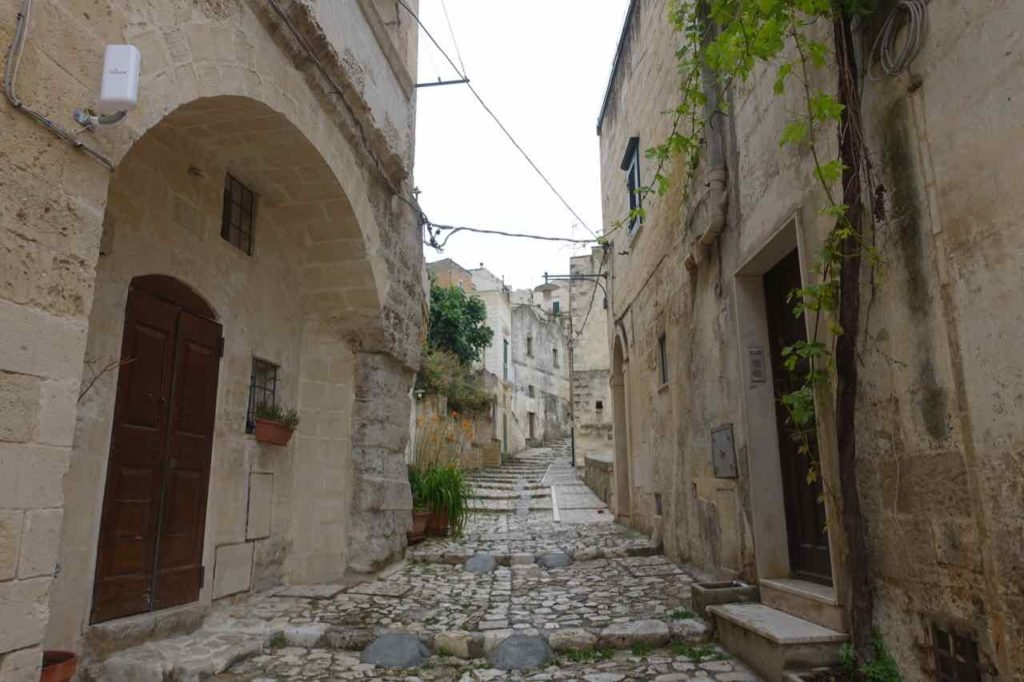 Italien: Gasse in Matera, Copyright Peter Pohle PetersTravel.de