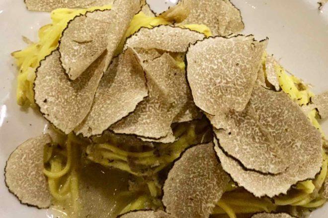 Verduno im Piemont, Pasta mit Trüffeln in der Trattoria Dai Bercau Copyright Peter Pohle PetersTravel