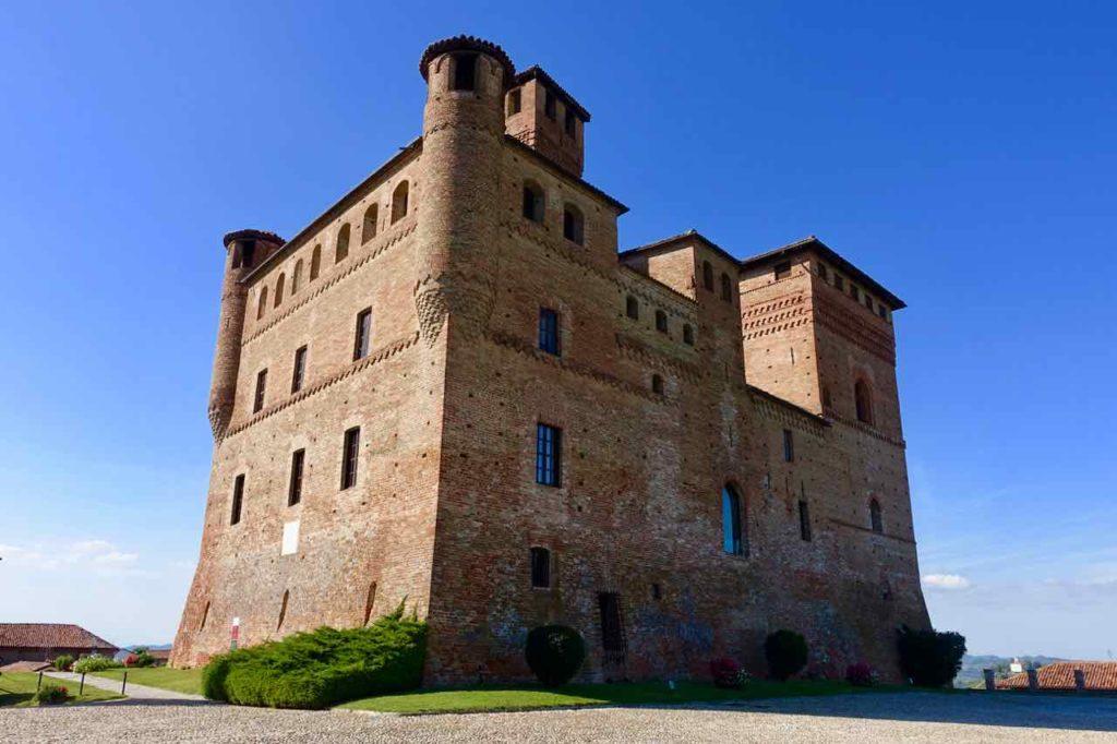 Piemont: Das Castello di Grinzane Cavour beherbergt eine Enoteca, Restaurant und das Museo delle Langhe Copyright Peter Pohle