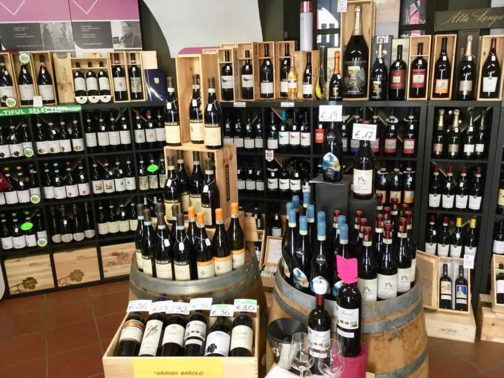 Piemont, Weinhandlung in Barolo Foto Peter Pohle PetersTravel