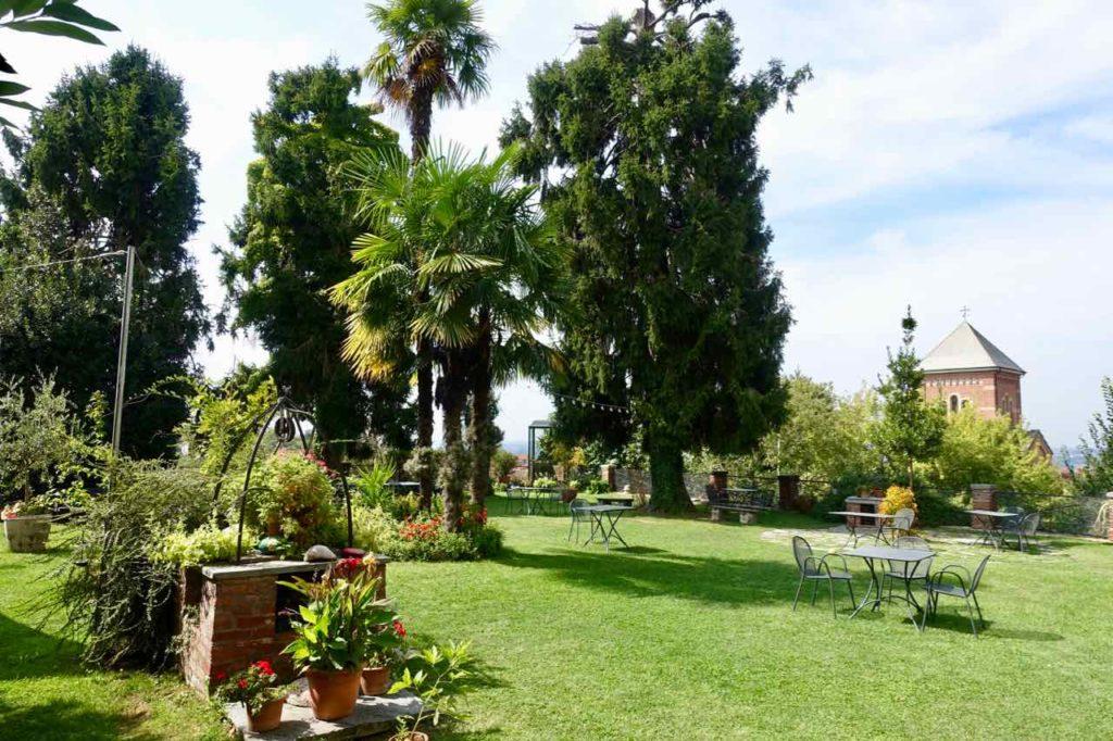 Verduno im Piemont, Garten des Albergo Ristorante Real Castello Foto Peter Pohle PetersTravel.de