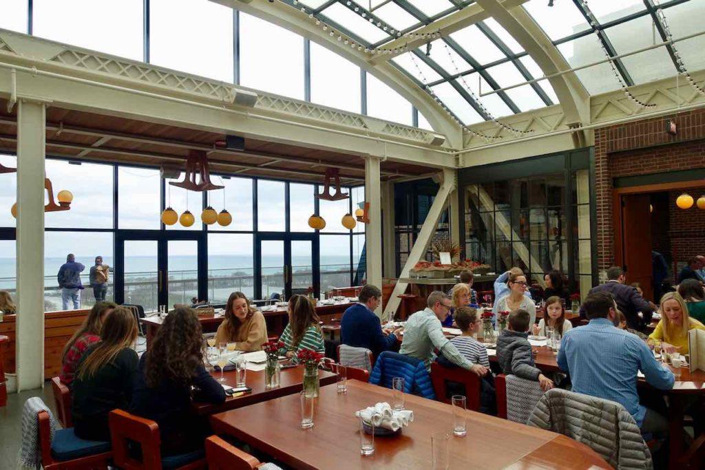 Chicago Restaurants: Cindy's mit Dachterrasse zum Millennium Park