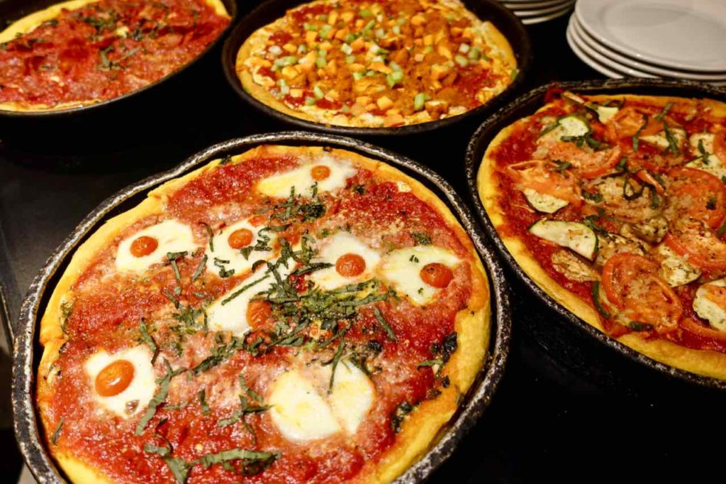 Chicago Restaurants: Deep Dish Pizza at Gino's East