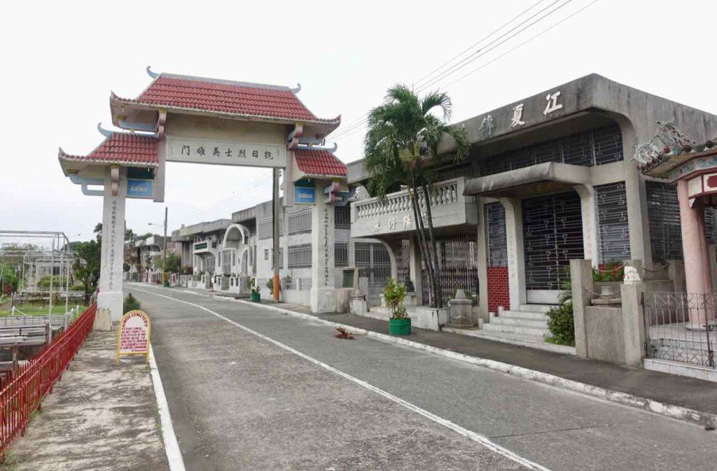 Straße im Chinesischen Friedhof in Manila