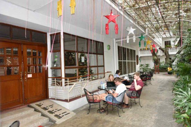 Manila Hotels: Vor dem Natividad GH
