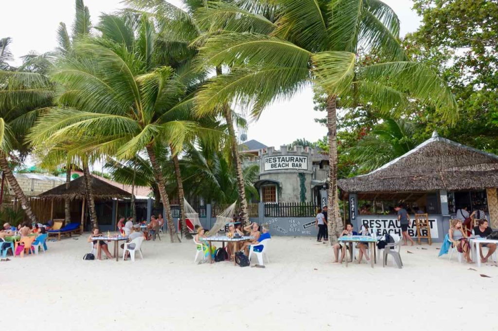 Anda Bohol: Old Castle Beach Bar & Restaurant am Quinale Beach, Philippinen Copyright Peter Pohle PetersTravel