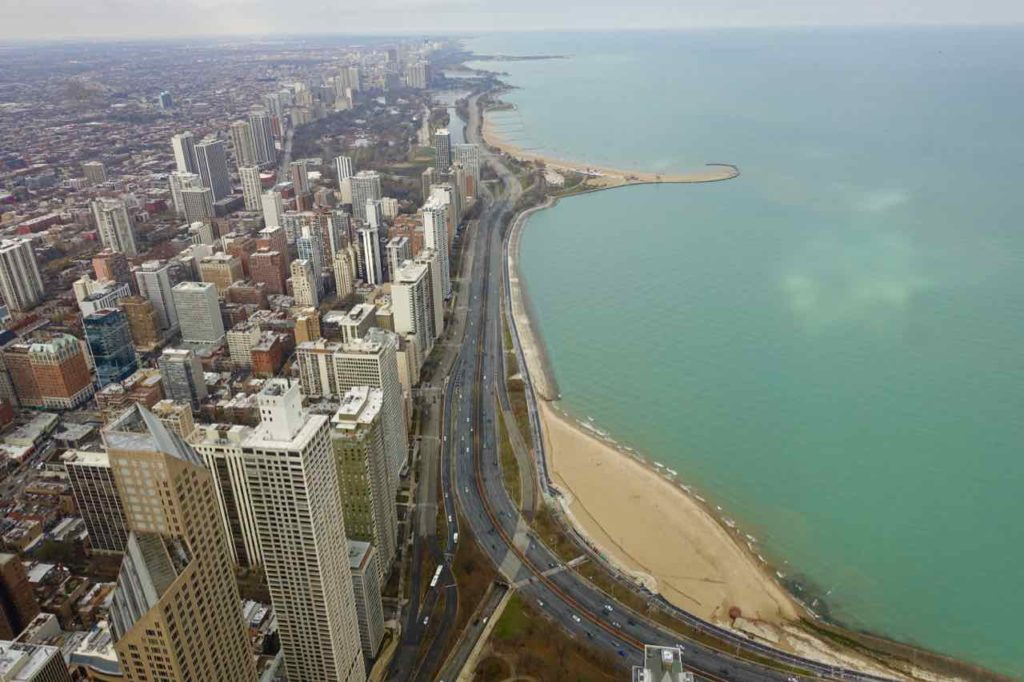 Chicago Aussichtspunkte: Blick vom John Hancock Center 360 Chicago auf Lake Michigan und den Stadtstrand Foto Peter Pohle PetersTravel