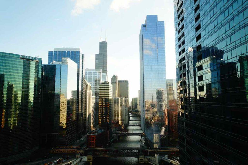 Chicago Aussichtspunkte: Skyline mit Chicago River und Brücken, Foto PetersTravel