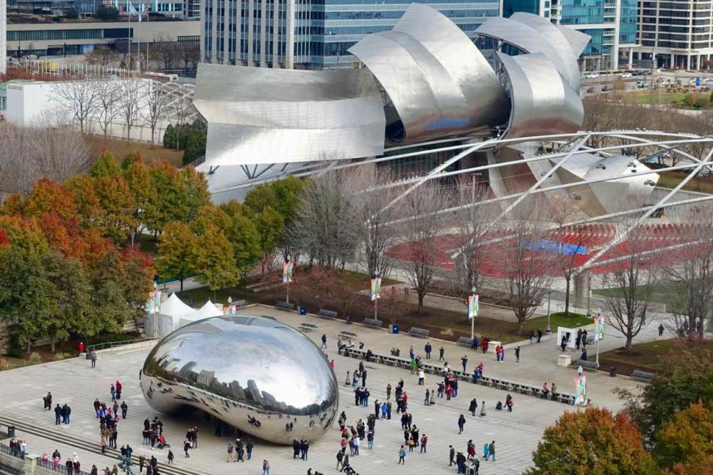 "Chicago Greeter Tour: Blick vom Cindy's Restauranta auf ""The Bean"" und den Jay Pritzker Pavillon im Millennium Park, Foto Peter Pohle PetersTravel"
