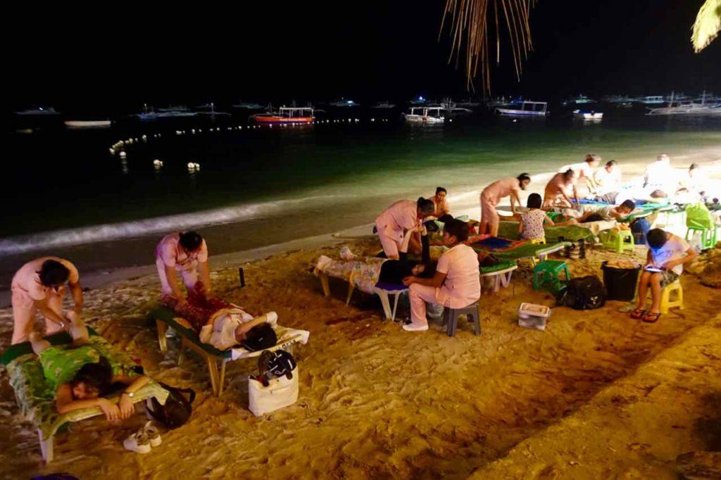 Massage am Alona Beach auf Panglao, Philippinen Copyright Peter Pohle PetersTravel