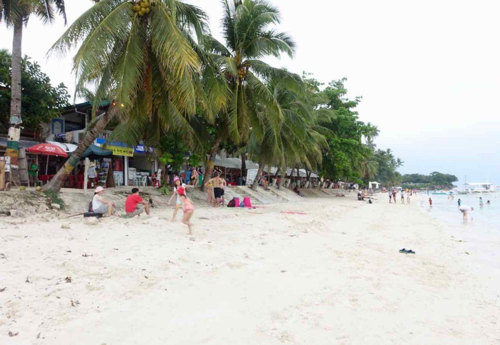 Strand vom Alona Beach auf Panglao an einem bedeckten Tag, Philippinen Foto Peter Pohle PetersTravel