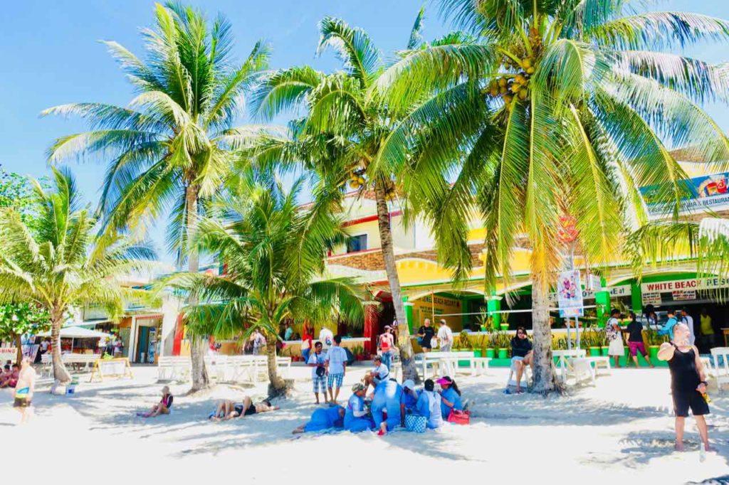 White Beach Puerto Galera, Philippinen Copyright Peter Pohle PetersTravel