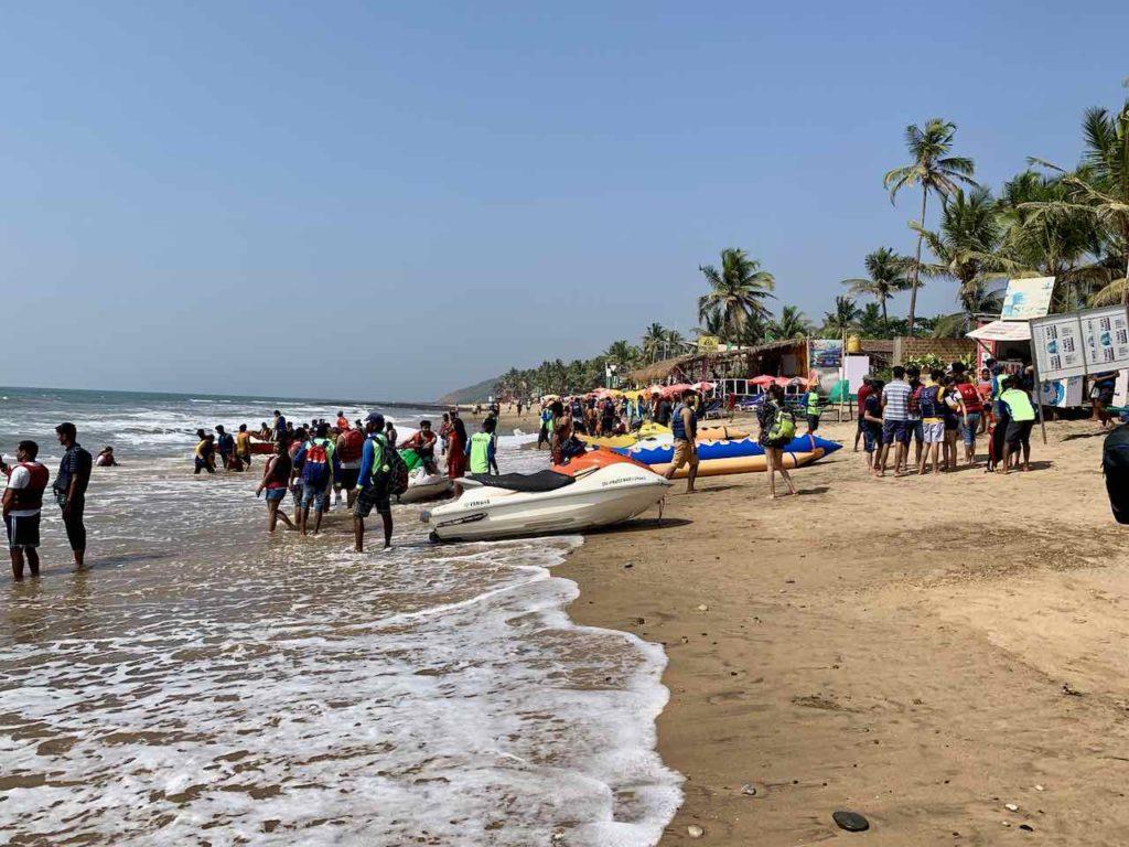 Anjuna Beach, Badestelle mit Jetskis und Bananenboot! Copyright Peter Pohle PetersTravel