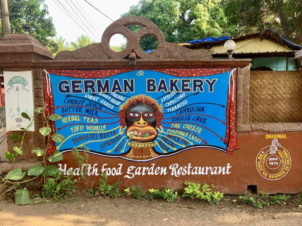 Anjuna Beach, German Bakery Außenansicht, Copyright Peter Pohle PetersTravel