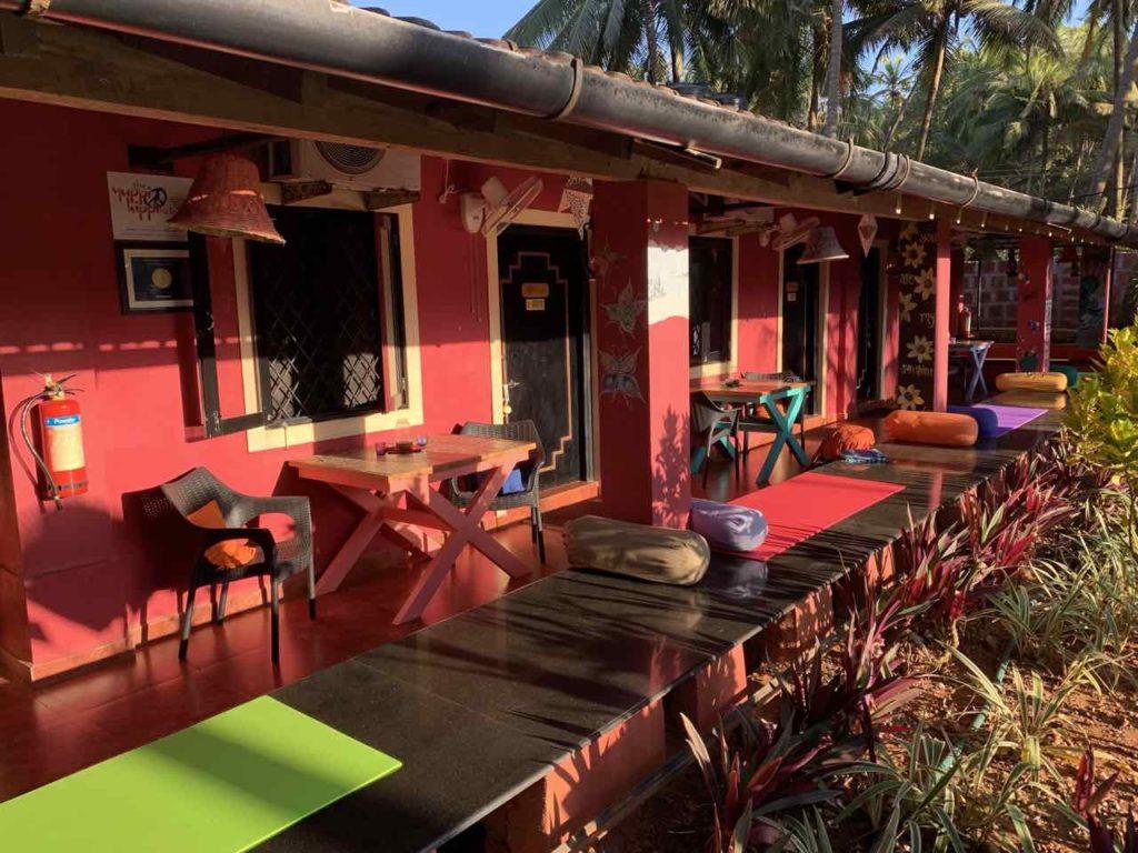 Im Süden von Anjuna Beach: Yuppi Hippi Hideout, Ansicht der 4 preiswerteren Zimmer, Copyright Peter Pohle