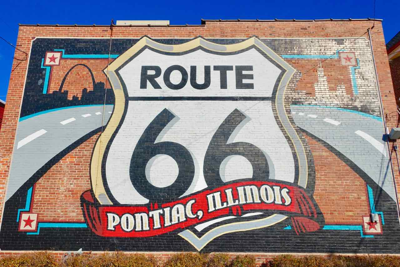 Route 66, Pontiac, Riesiges Wandlogo, Route 66 Hall of Fame and Museum Copyright Peter Pohle PetersTravel