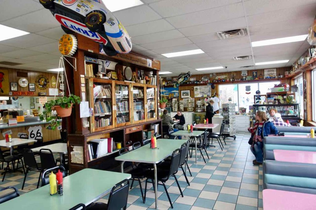 Route 66, Springfield Illinois: Der Diner Cozy Dog Drive In ist eine Institution