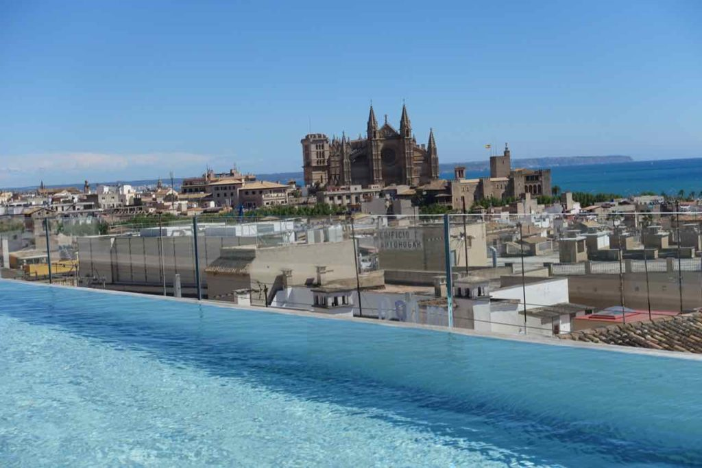 Palma: Rooftop-Pool vom Hotel Nakar Copyright PetersTravel