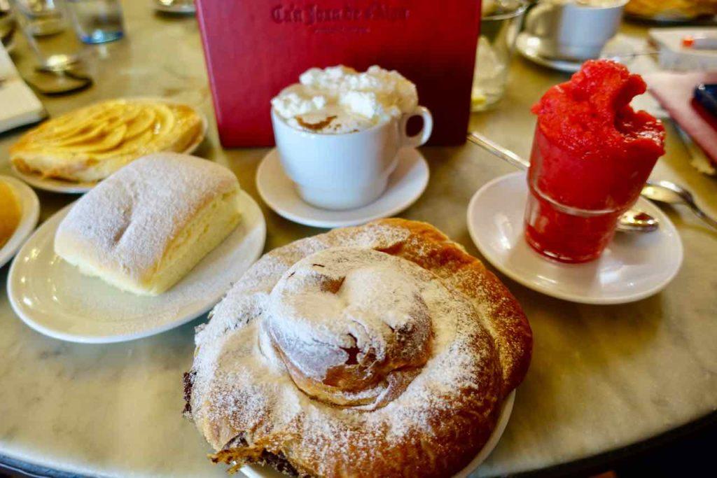 Palmas Traditionsgeschäfte: Leckereien im Café Ca'n Joan de S'Aigo in Palma de Mallorca