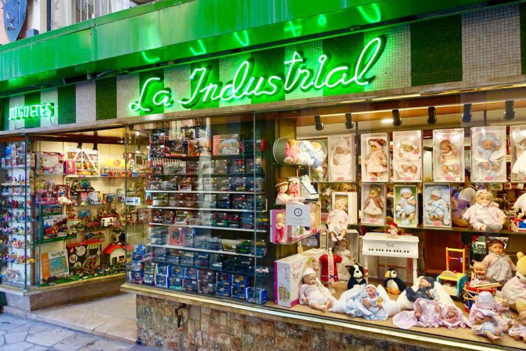Traditionsgeschäfte in Palma: Schaufenster vom Spielwarenladen La Industrial