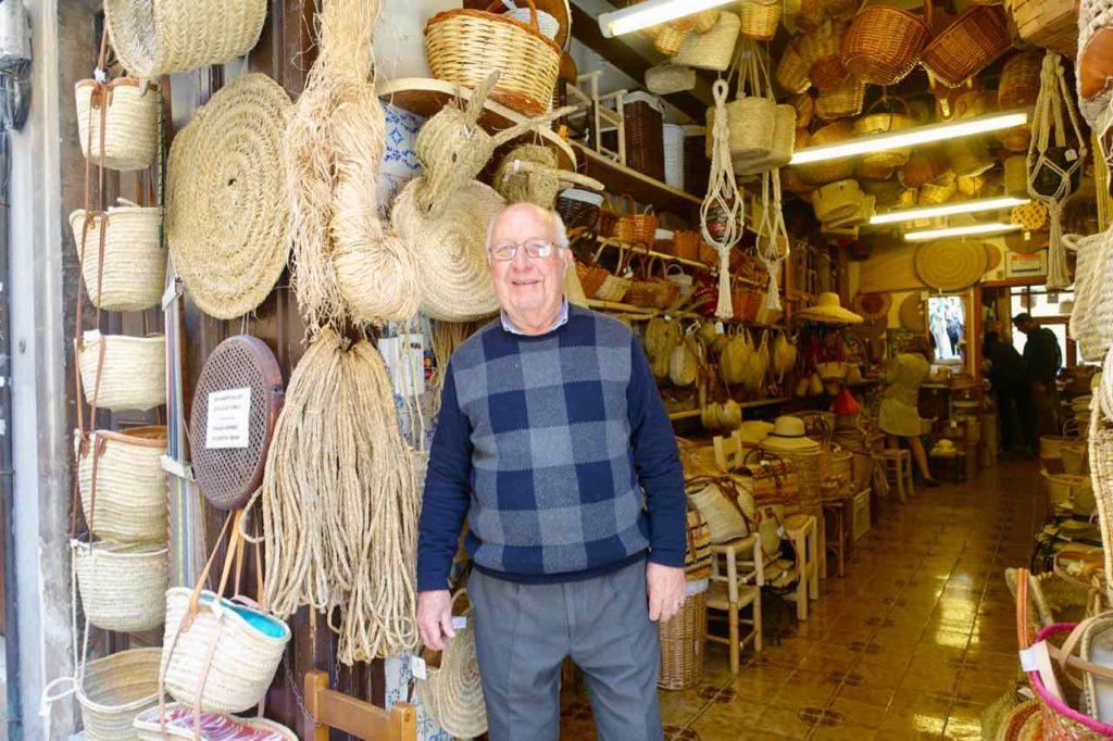 Palmas Traditionsgeschäfte: Tomar Vidal vor der Mimbreria Vidal