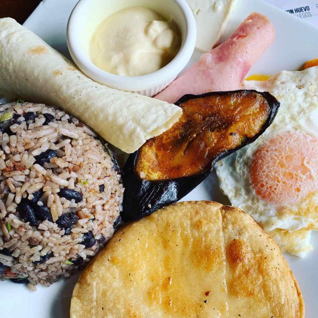 Traditionelles Gericht in Costa Rica, vorzugsweise zum Frühstück: Gallo Pinto (gibt es in vielen Varianten)