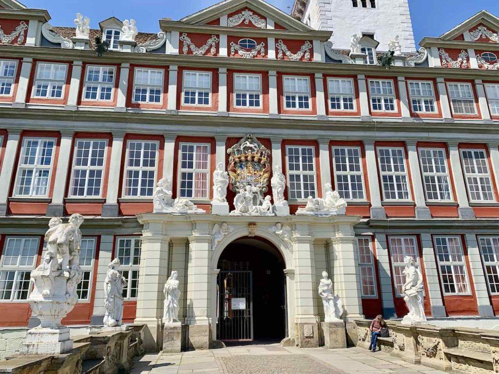Eingang vom Herzoglichen Schloss in Wolfenbüttel