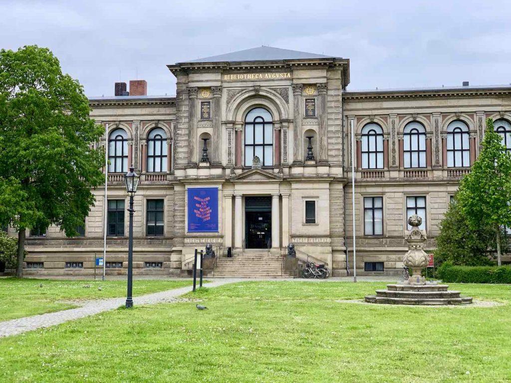 Außenaufnahme der Herzog August Bibliothek in Wolfenbüttel (Totale)