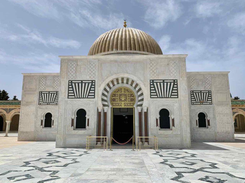 Im Norden von Tunesien: Grabmal von Habib Bourgiba in Monastir