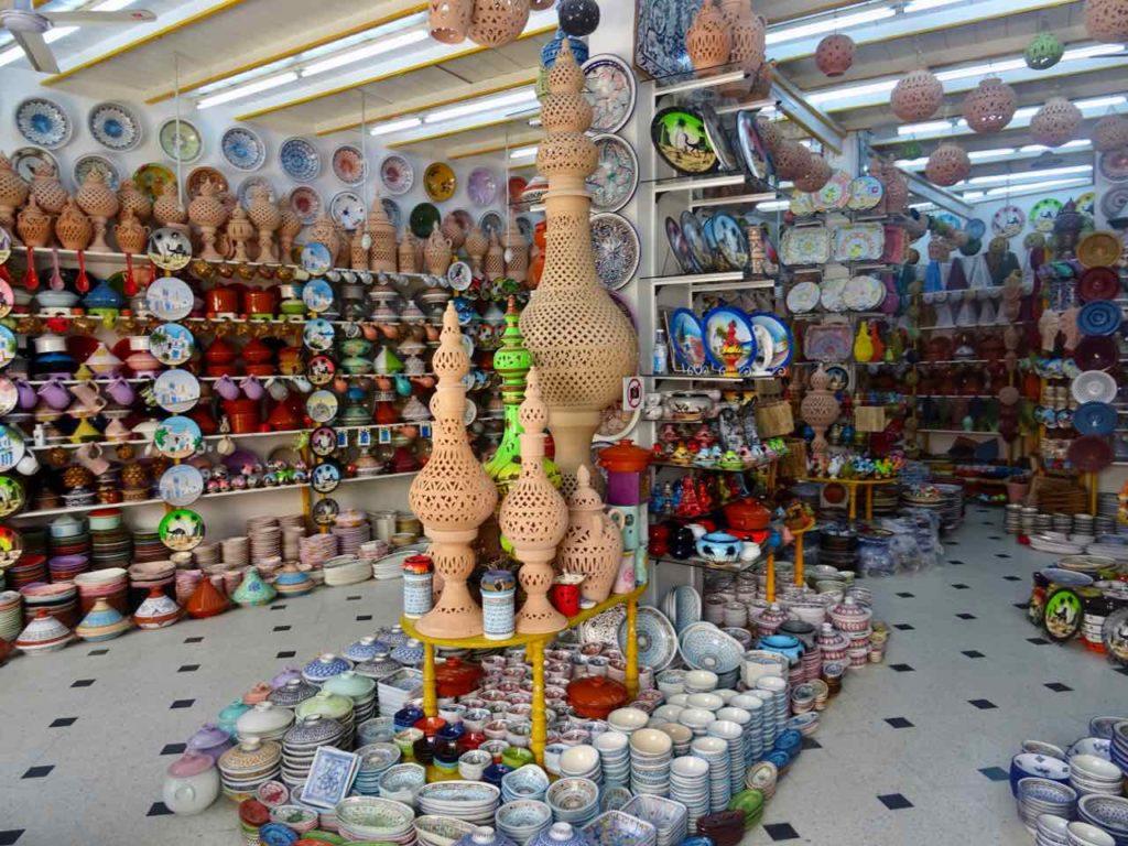 Im Norden von Tunesien: Keramikladen in Nabeul