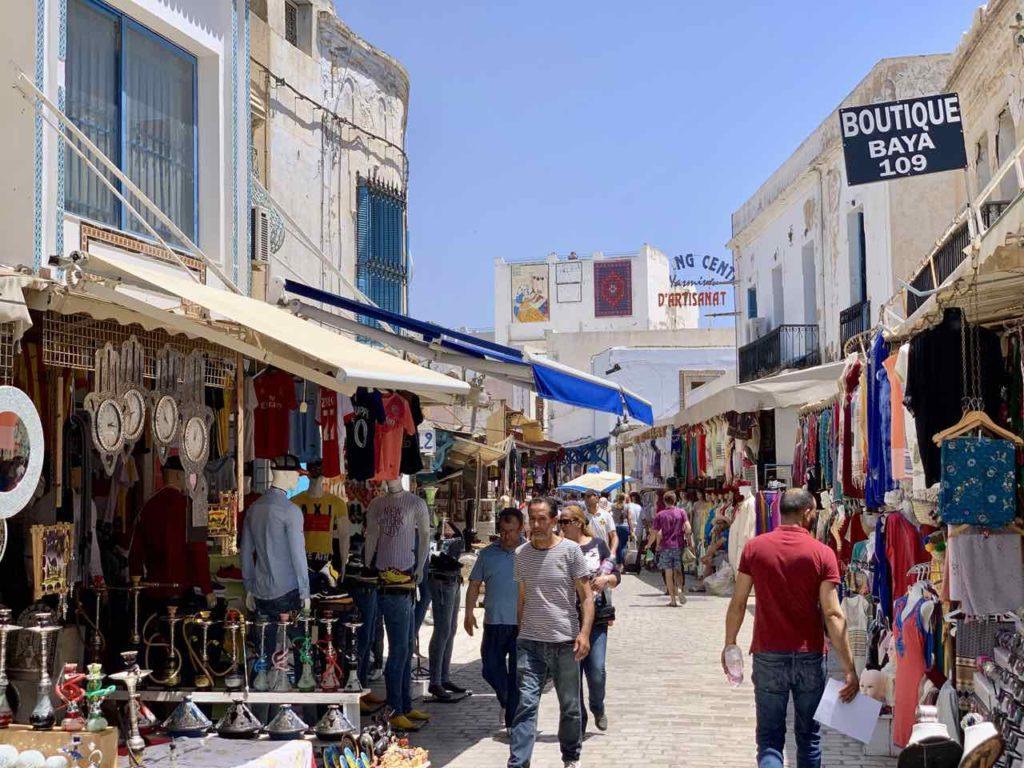 Unterwegs in Tunesiens Norden: Gasse in der Medina von Nabeul