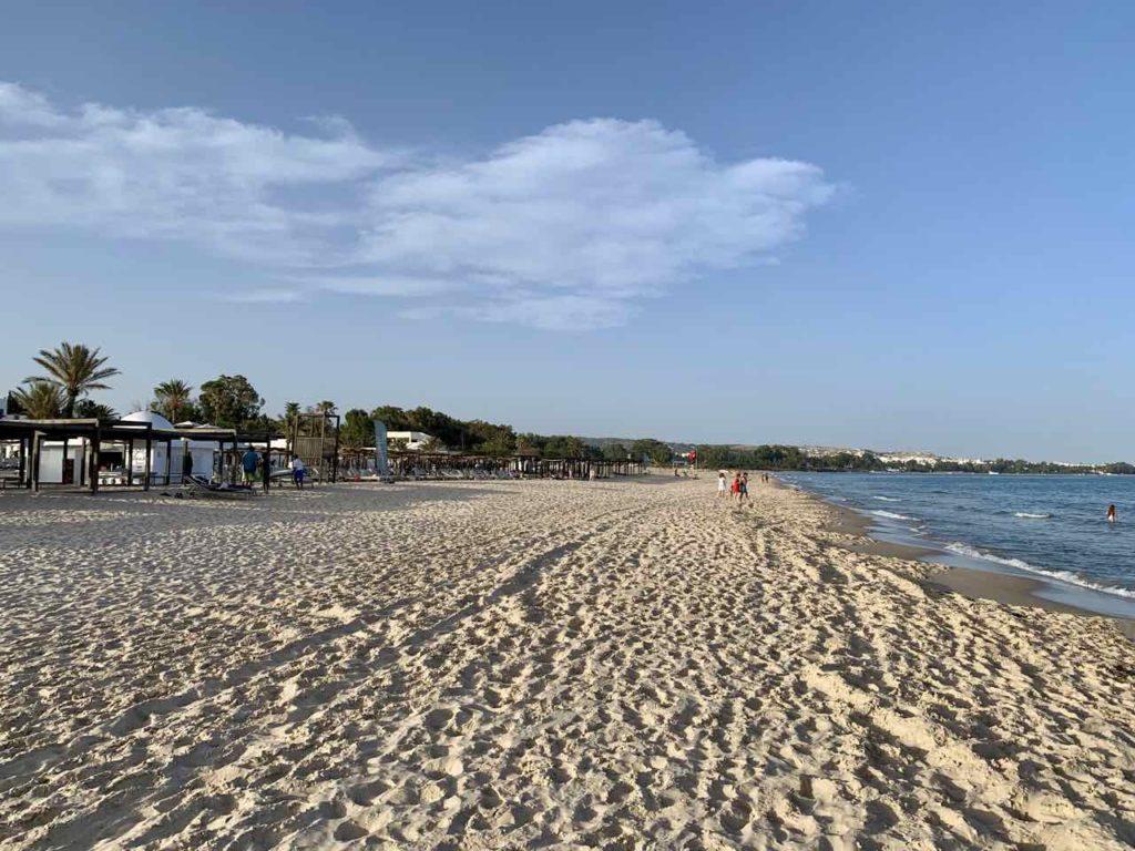 Tunesiens Norden: Strand beim Hotel Les Orangers Garden in Hammamet