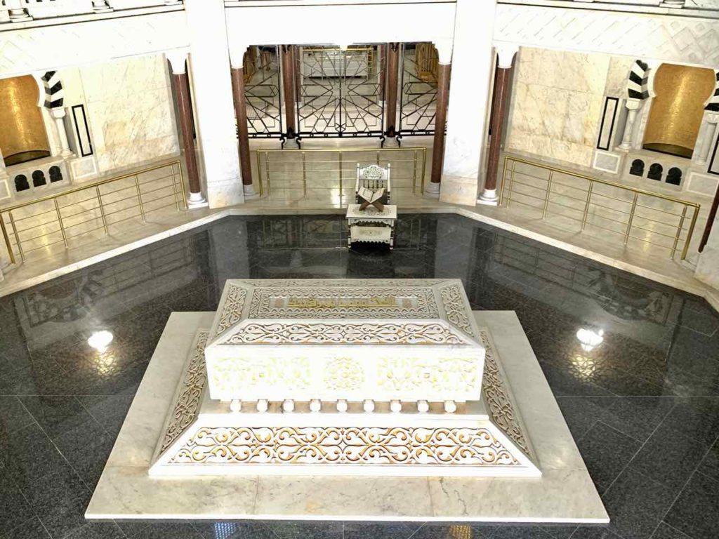 Im Mausoleum von Habib Bourguiba in Monastir