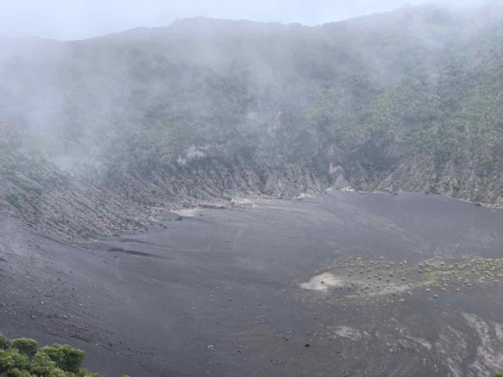 Krater Diego de la Haya im Nationalpark Vulkan Irazu, Costa Rica