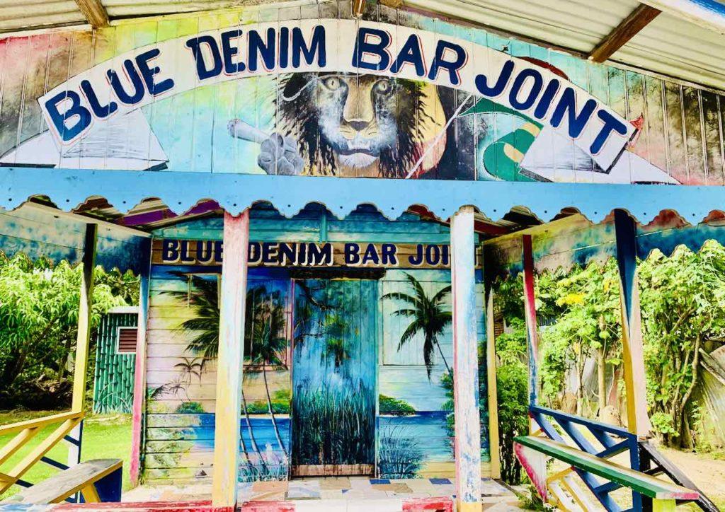 Jamaika Sehenswürdigkeiten: Blue Denim Bar Joint zwischen Negril und Little London