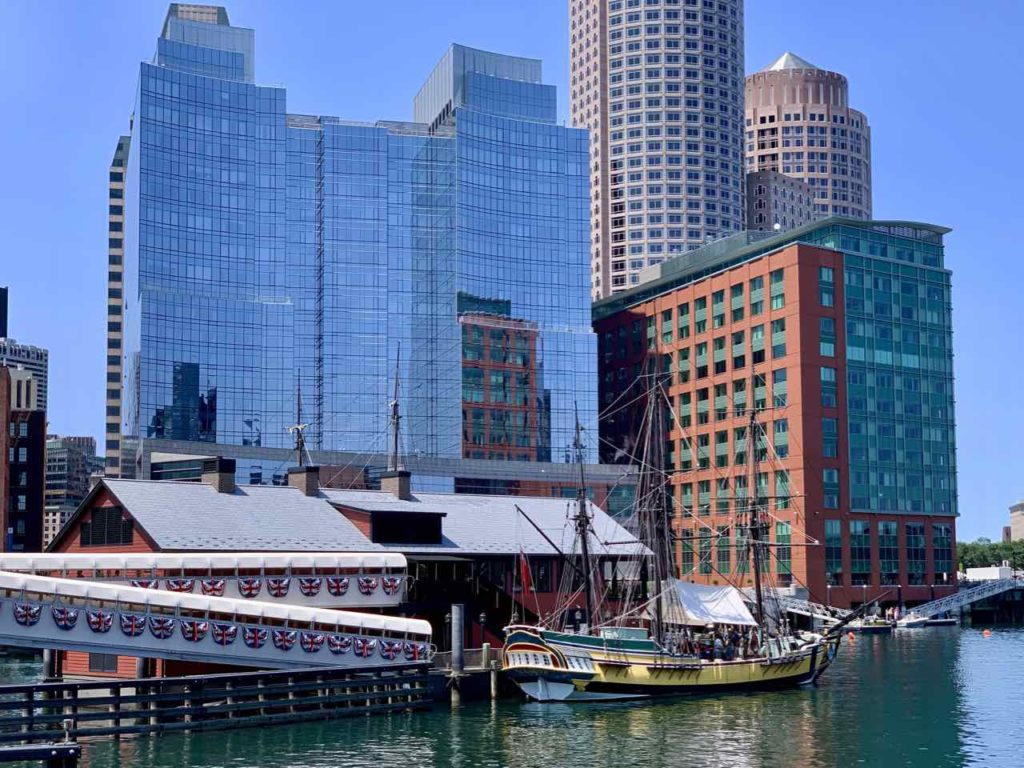 Waterfront mit Boston Tea Party Ships and Museum