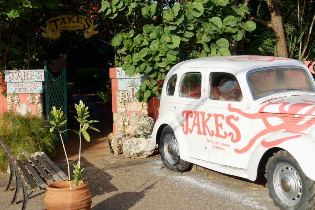 Eingang vom Jakes Hotel in Treasure Beach